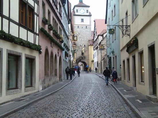 Altstadt: Georgengasse... une rue typique de la ville...