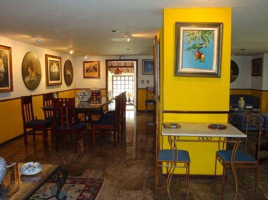Hotel Pedra Bonita : Sala de estar e salão lareira