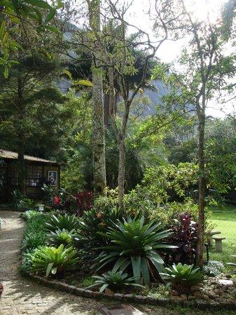 Hotel Pedra Bonita : Jardins do Chalé