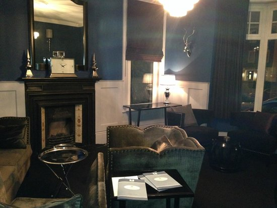 Number Four Boutique Hotel: LOUNGE
