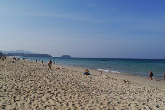 Rattana Beach Hotel : Чудеснейший пляж