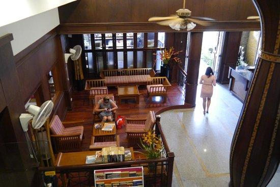 Rattana Beach Hotel: Вид на холл отеля