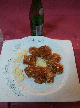 Ristorante Pizzeria Don Peppe Tressette : Deliziosi paccheri ripieni di provola e melanzane cotti al forno. ... 5*