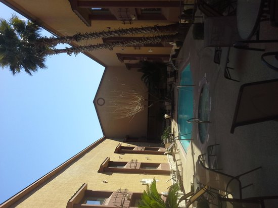 Country Inn & Suites By Carlson Lackland AFB (San Antonio) : pool / hot tub courtyard