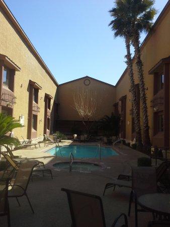 Country Inn & Suites by Radisson, Lackland AFB (San Antonio), TX: pool / hot tub courtyard