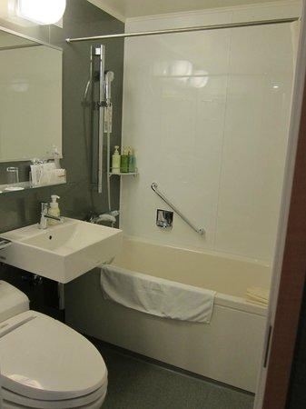Hotel Rocore Naha: Bathtub