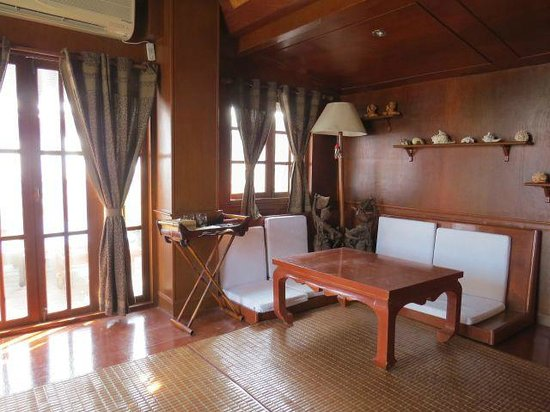 Fulay Guest House: Thai-Room Sitzecke