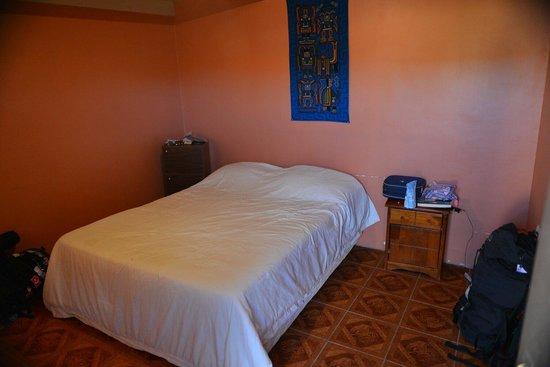 Hostal Tuyasto: Quarto casal. Banheiro compartilhado. Limpo todos os dias igual a hotel. Parabéns! Recomendo!