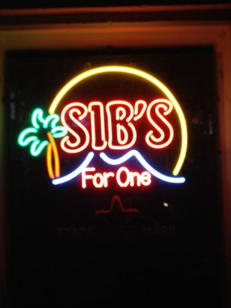 Sib's on the Mountain Bar and Restaurant: Front Window