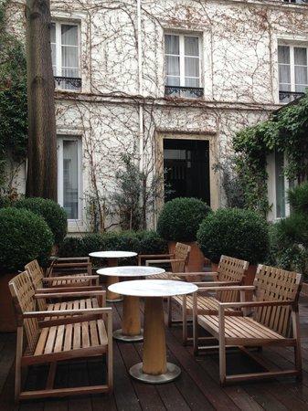Mercure Paris Champs Elysees: Cour intérieure de l'hôtel