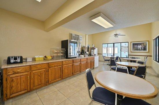 Americas Best Value Inn Morton/Peoria: Breakfast Room