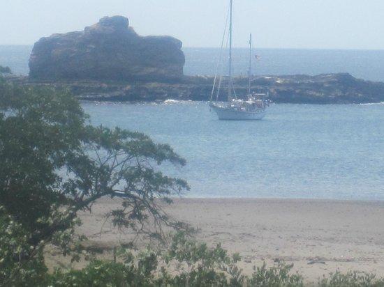 Hostal Villa Mar: Vista del hotel a la playa
