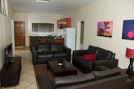 BM Gardens Apartment Hotel: Big kitchen and lounge areas...