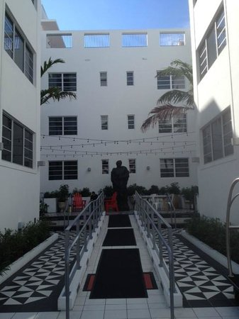 The Redbury South Beach: Hotel's check in entrance