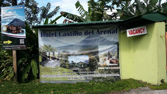 Hotel Castillo del Arenal: Entrance from the road