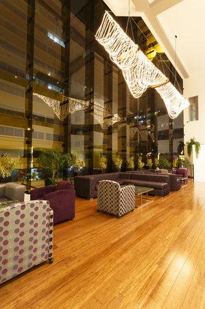 Crowne Plaza Lima: Opera Bar Mezzanine