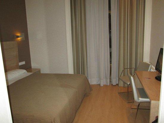 Regente Hotel: Habitación amplia y reformada2