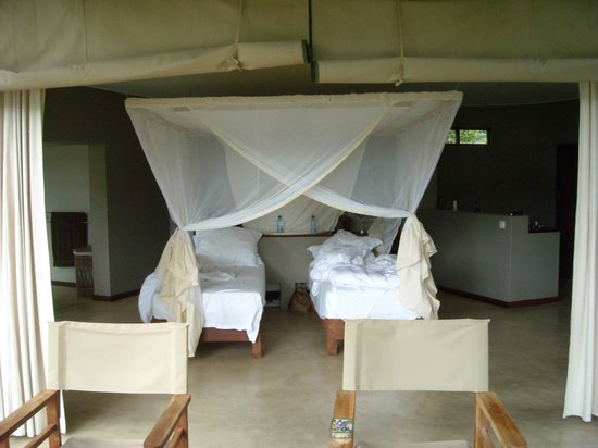 Mkulumadzi Lodge: Our room