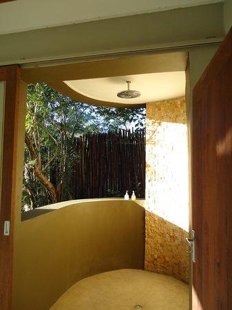Mkulumadzi Lodge: The shower