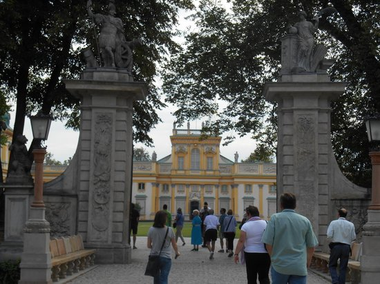 Museo del Rey Jan III en Wilanow: A view of the entrance to the palace.