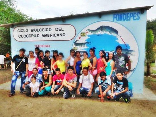 Los Manglares de Puerto Pizarro: Con mis Amigos de la ULADECH !