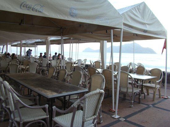 El Cid Granada Country Club : lunch dining by the beach