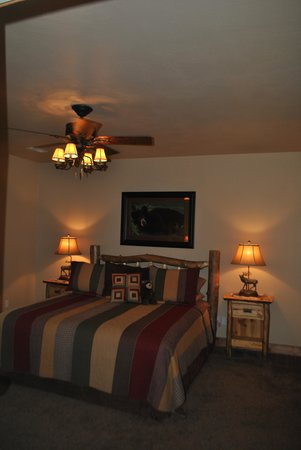 Vickery Resort On Table Rock Lake: Master bedroom