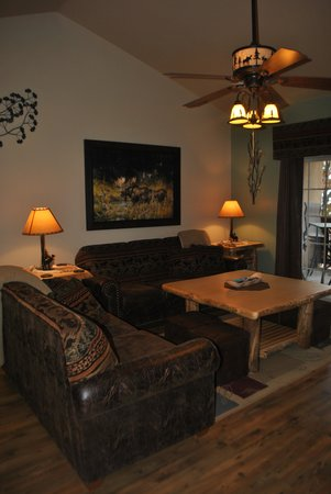 Vickery Resort On Table Rock Lake: Lots of comfortable seating