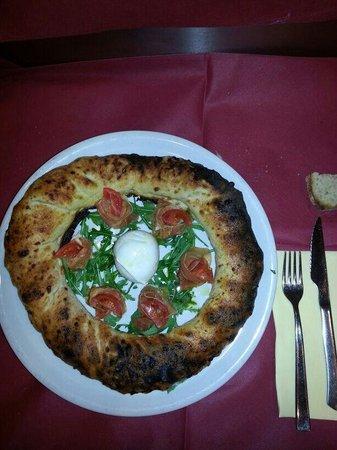 Ristorante Pizzeria Don Peppe Tressette : E questa è la pizza don Peppe. ....um capolavoro di gusti con deliziosa mozzarella do bufala e d