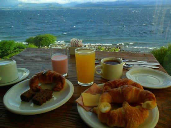 Costas del Nahuel Hosteria: desayuno libre