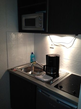 Appart'City Orléans : kitchenette
