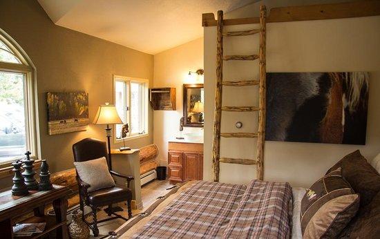 The Silver Lake Lodge: The Fall River Retreat