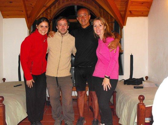 Cabanas Las Cuatro Estaciones: Junto a Adriana y Santiago , una calida despedida.
