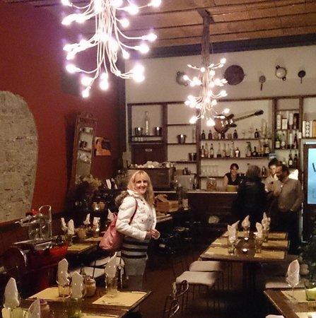 Trattoria Di' Gazzilloro: Inside the restaurant