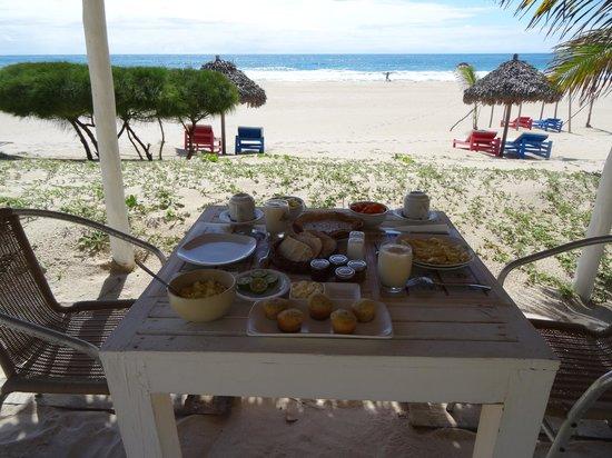 Riake Resort & Villa : Breakfast at the beach