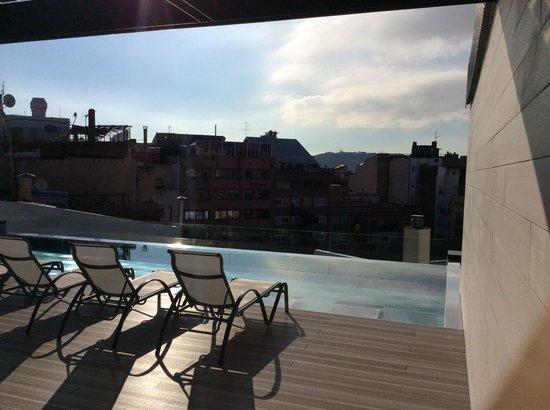 Hotel Olivia Balmes: Бассейн