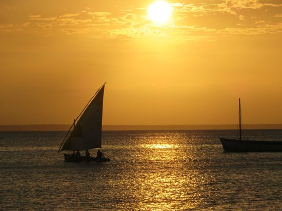 Azura Benguerra Island : Sunset view from the beach