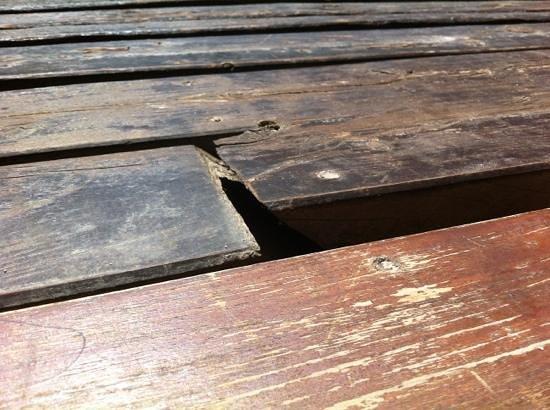 Design Suites Bariloche: tabla levantada en el deck