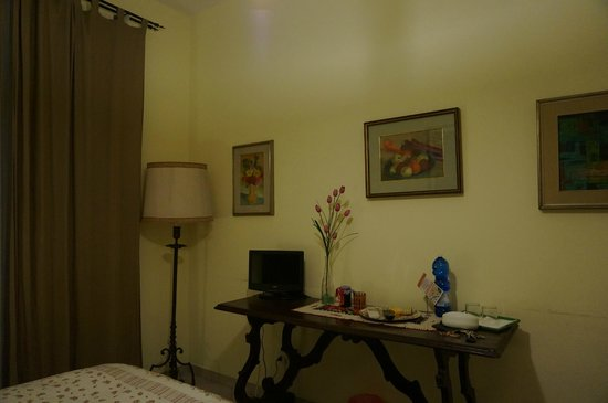 Bed & Breakfast Orti di Trastevere: The Tulipano Room with shared bathroom_1