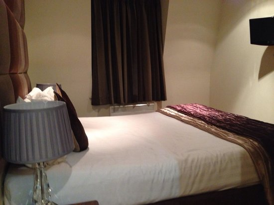 Grand Plaza Serviced Apartments: Double room on 5th floor