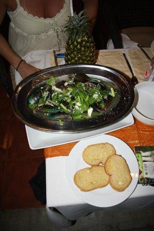 Aning Restaurant : dampede muslinger i thai krydderri