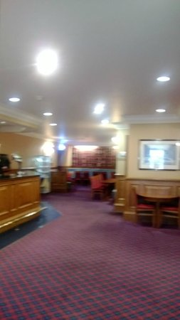 Inversnaid Hotel: bar lounge area