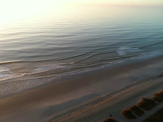 Paradise Resort : Beach at Sunrise from our balcony in December.