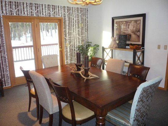Meadow Lake View Bed and Breakfast: Main Dining Room