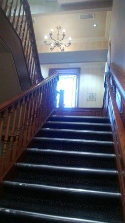 Inversnaid Hotel: stairway