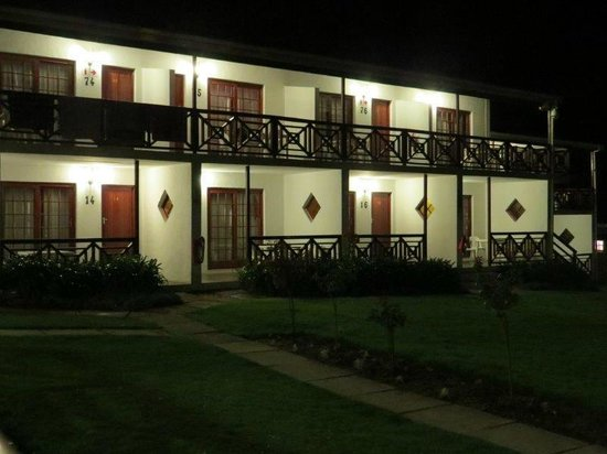 Houw Hoek Hotel : the rooms at night