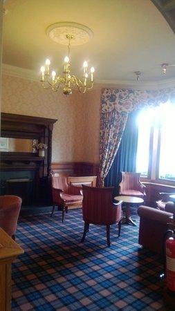 Inversnaid Hotel: Sitting room area