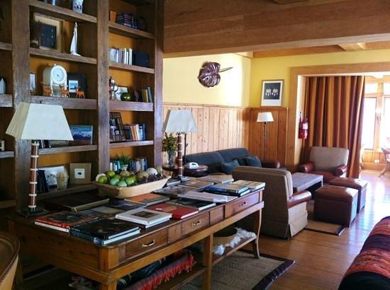 Correntoso Lake & River Hotel: sala de lectura