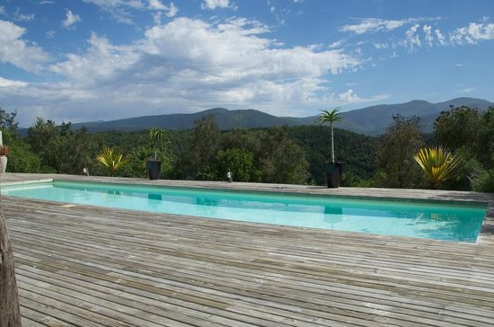 Hog Hollow Country Lodge: Pool, which has a view over the hills - very peaceful