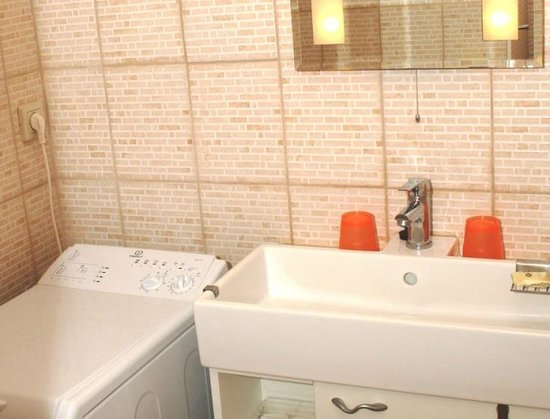 Paprika Apartments In City Center: The bathroom is with washing machine